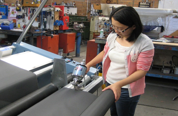 Cutting the fabric using the swing out arms